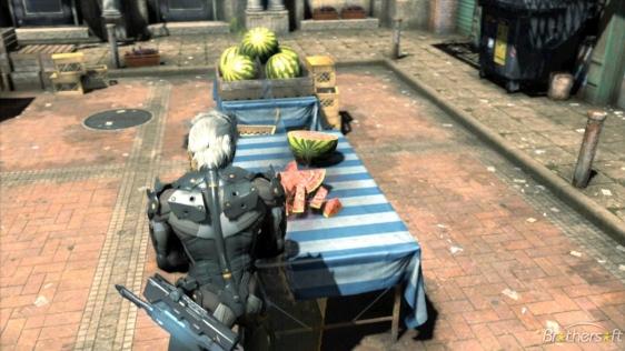Prima di tagliare la carne ed il ferro, perchè non allenarsi con un caro vecchio cocomero, e dimostrargli che è il vero Fruit Ninja. :)