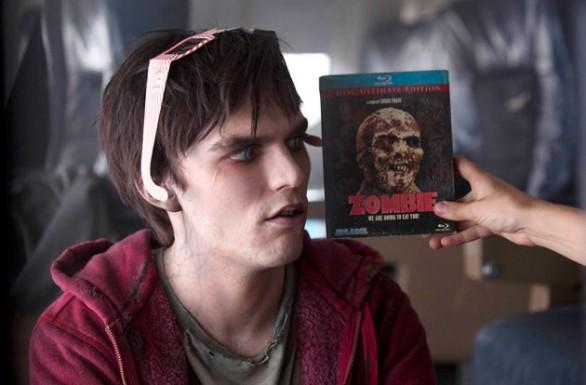 R che osserva un suo simile sulla copertina di Zombie (cioè il nostro Zombi 2).