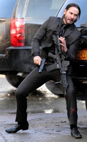 KEANU REEVES FILMS AN INTENSE ACTION SCENE WITH DIFFERENT WEAPONS IN NYC
